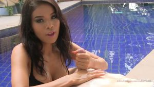 Pool Handjob – Asian Girl Katsumi