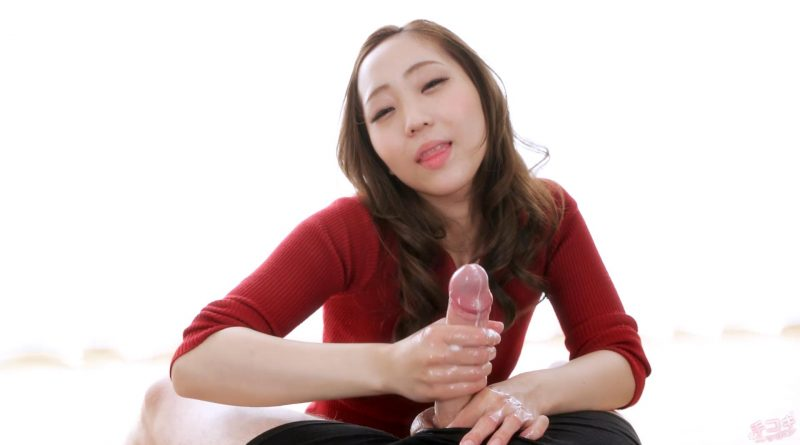 Juri Kisaragi teases cock with her hands – Handjob Japan