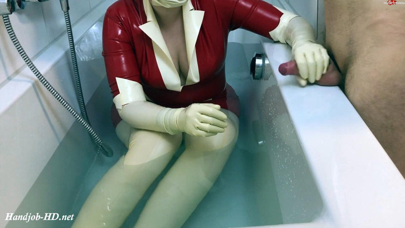 Latex consultation in the bathtub – LatexDenise