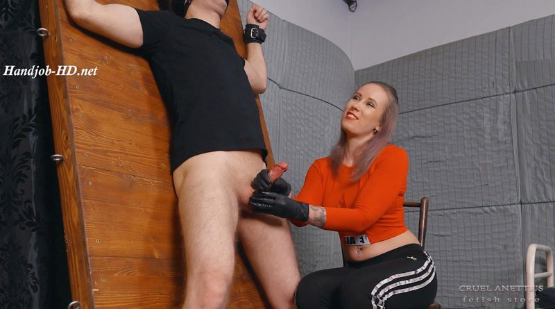Huge squirting – Cruel Anettes Fetish Store