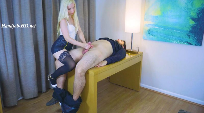 Handjob Chief Lizzy – Lizzy Is A Very Deep And Easy Chief Who Loves To Maltrate Her Employees – Paradise Handjobs – Blowjobs