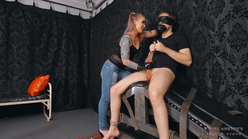 Finger cuffs and sperm - Cruel Anettes Fetish Store