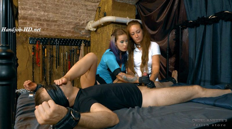 Guiding her sister – Cruel Anettes Fetish Store