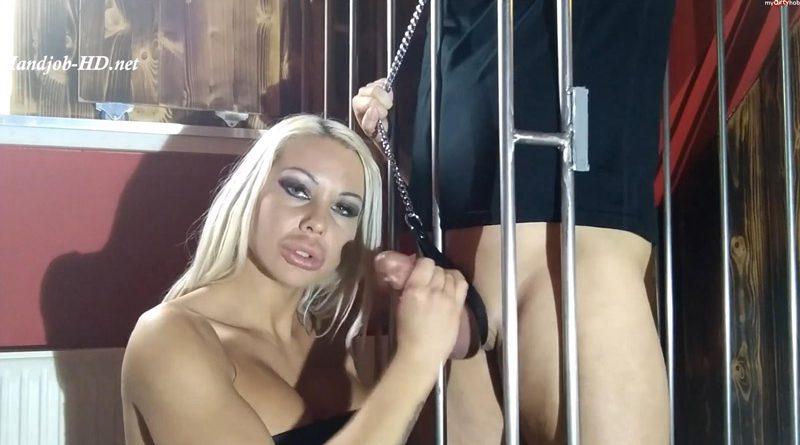 Domina Daniela bestraft, schlagt, fesselt und melkt einen Sklaven – Daniela Cora Hansson