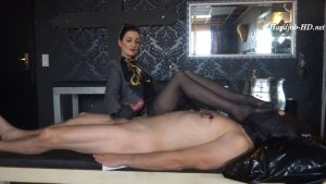 Incredible cumshot handjob – and extreme foot smelling – Lady Victoria Valente