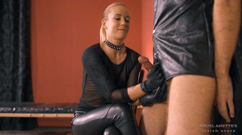 Milking slave – Cruel Anettes Fetish Store