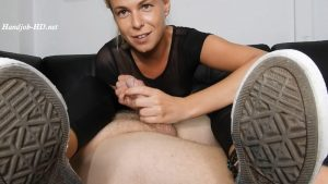 Oily Jerk Off & Cum In Converse – Miss Anja