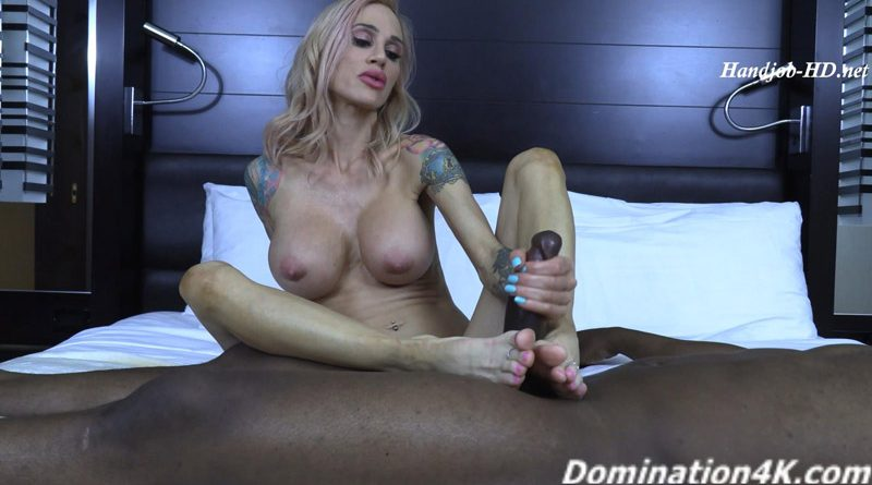 Sarah Jessie's amazing foot smelling handjob – Twisted Females