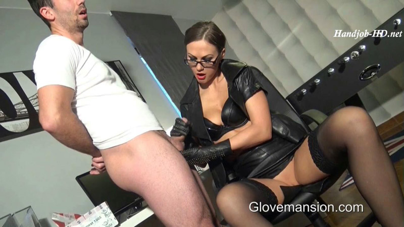 Gloved Boss Lady Seduces Delivery Guy - GloveMansion
