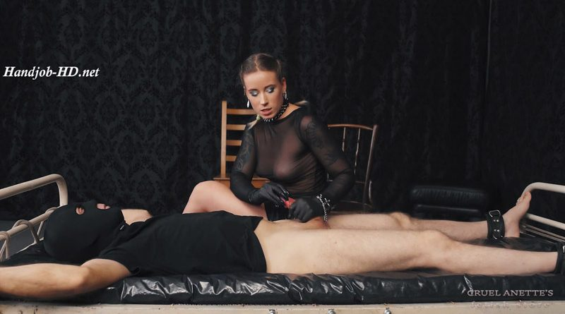 Aroused from her soles – Cruel Anettes Fetish Store