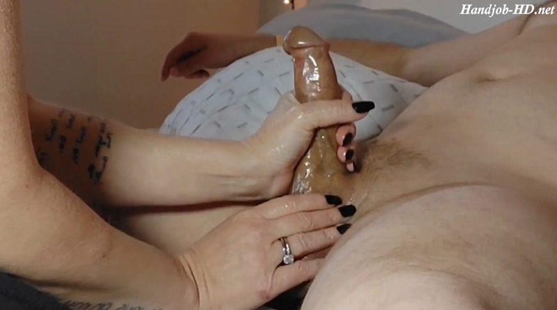 Long, sensual handjob gets a huge load – Milf75