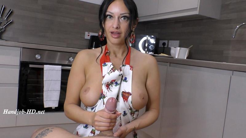 Sexy Handjob After Cooking Dinner. Onlyfans video – Cassie Clarke