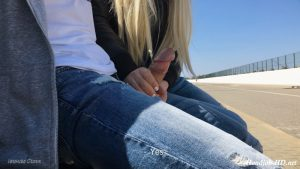 Public Handjob & Blowjob For Stranger – Veronika Charm