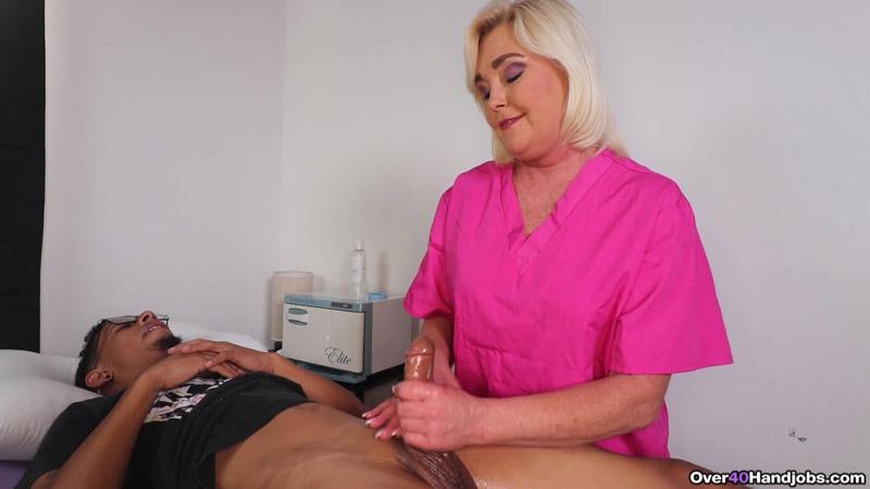 The Sperm Bank – MILF Nurse Handjobs Patient – Over 40 Handjobs – Paris Rose